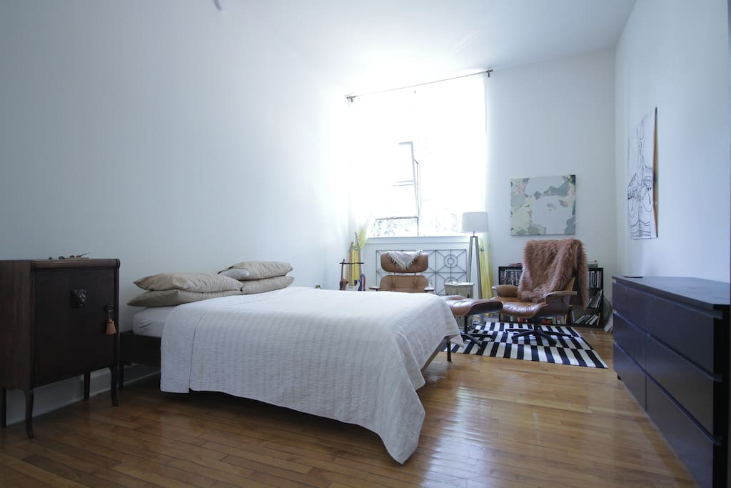 Queen sized bed and sweet midcentury chill space.  Feel free to peruse the DVD and literature collections!