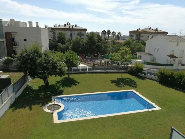 Sitges sunny quiet apartment with balcony and pool