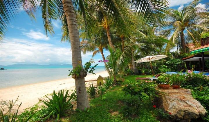 Luxurious 3 Bedroom Beach-Villa.