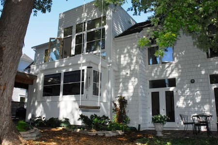 2-House Compound in Downtown Excelsior - Excelsior - Huis