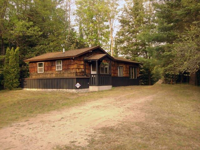 BLACK BEAR LODGE- Open year round! On the Au Sable River