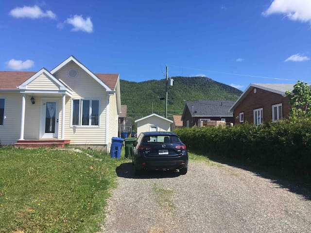 Maison au pied de la montagne