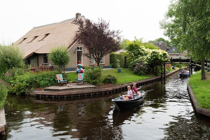 2 prive kamers in ART B&B aan de dorpsgracht.