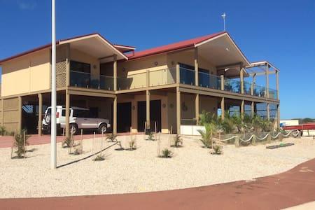 On the Deck @ Shark Bay - Upstairs Blue Room - Shark Bay - Bed & Breakfast