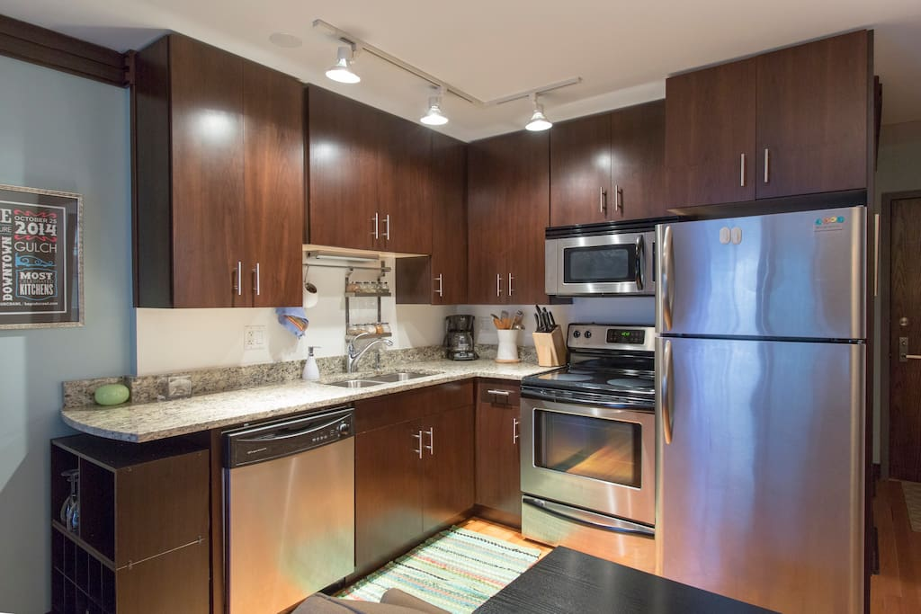 Kitchen w/full appliances, including dishwasher