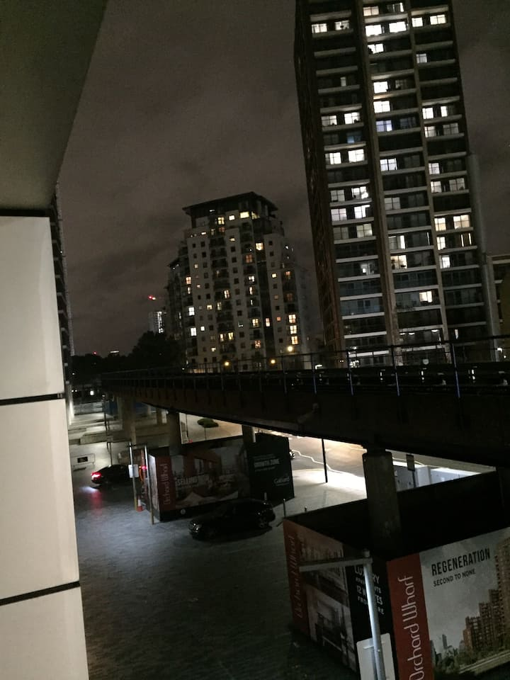 Luxury Apartment in CanaryWharf ( 1 GUEST ) Room