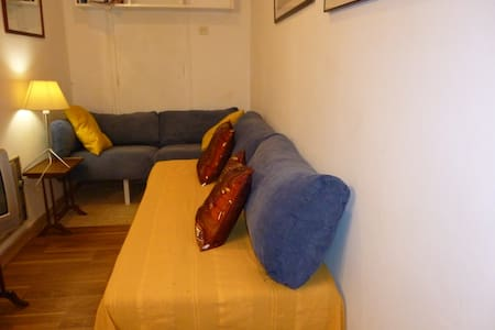 SMALL INDEPENDENT STUDIO NEXT TO METRO, BUS, TRAIN - Barcelone