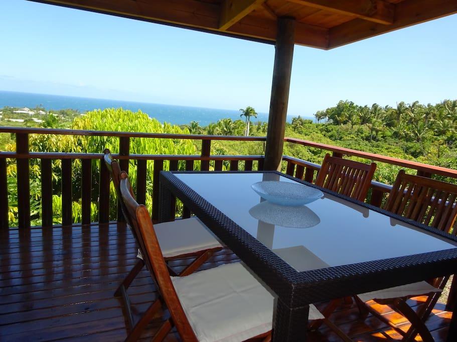 Terrasse avec vue imprenable sur le domaine et l'Ocean