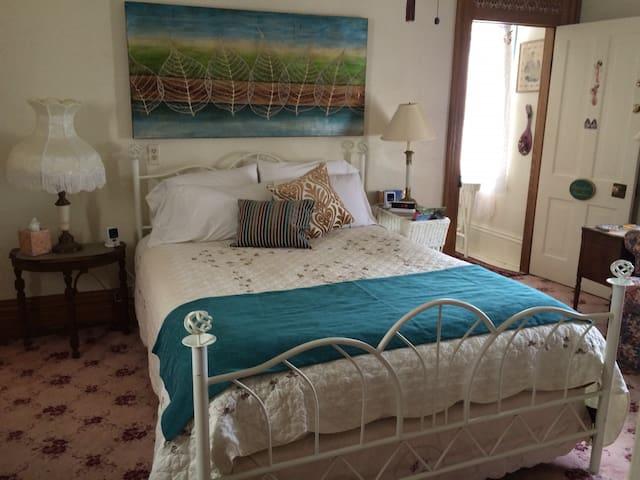 Ligonier Boro Painted Ladies Queen Guest room