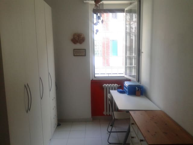 Lovely single room - Novate Milanese