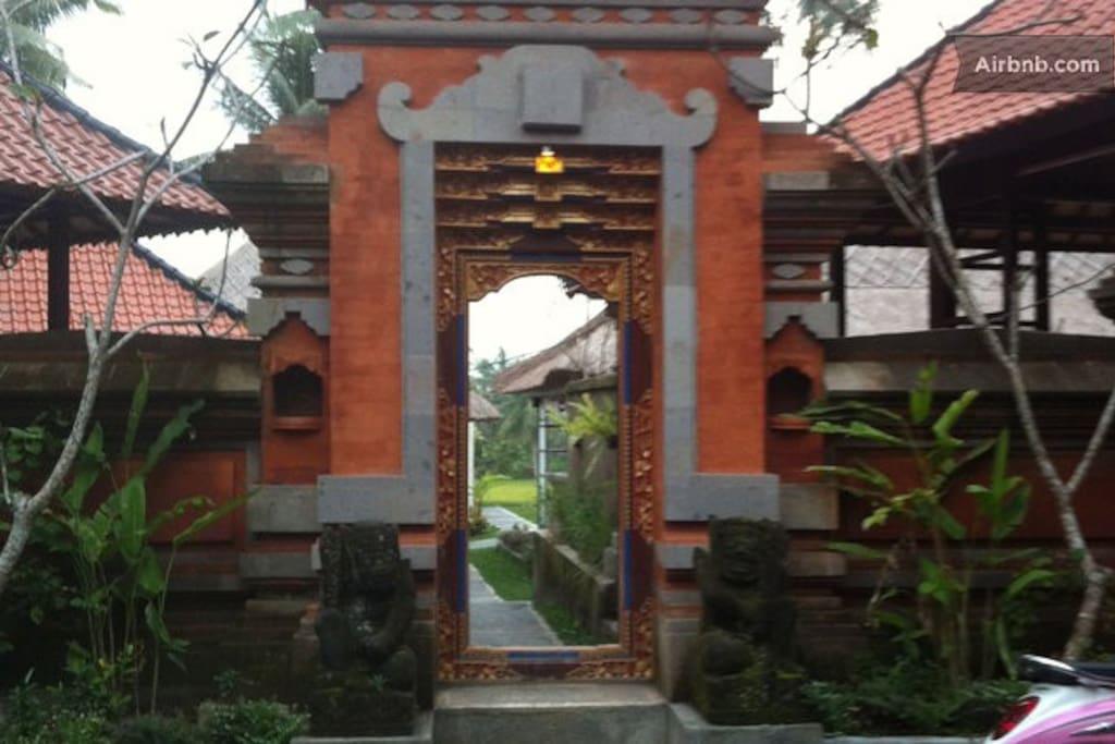 Entrance into Lodtunduh Sari
