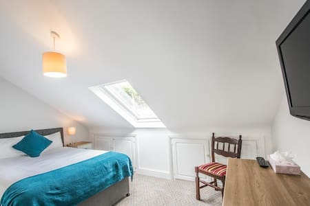 WESTPORT HEIGHTS ECONOMY DOUBLE ROOM