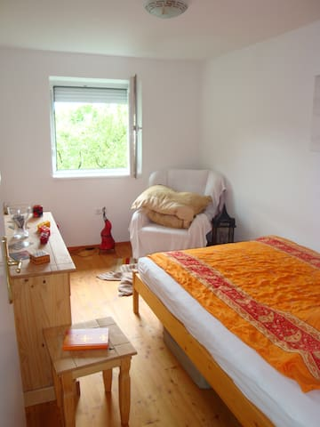 Quiet, comfortable and central room - Salzburgo - Bed & Breakfast