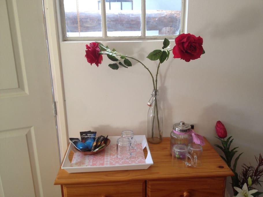 Gelegenheid thee en koffie te maken op de kamer
