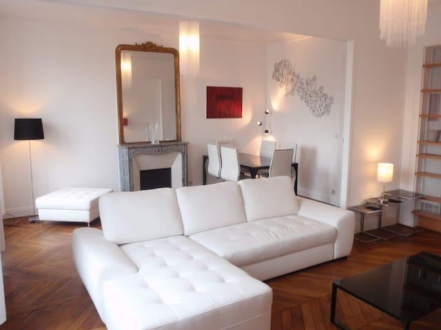 50 m2 (570 sq ft) Design apartment with balcony - Paris - Apartemen
