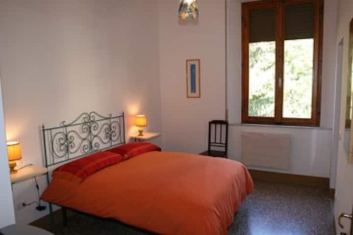 """""""IL CANTO""""  camera con letto alla francese"""