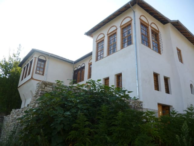 Historic house in the Old Town of Gjirokastra - Gjirokaster - Schlafsaal
