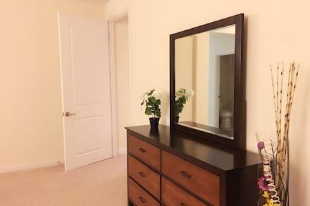 豪华套房 master room  King size bed - เออร์ไวน์ - วิลล่า