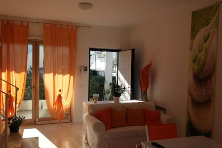 Cozy villa 100 metres from the sandy beach 9sleeps - フレジェネ