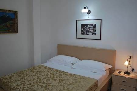 Hotel Osumi Room 3 - Berat - Bed & Breakfast
