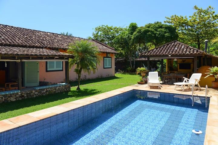 Ampla e charmosa casa com piscina em Paúba.