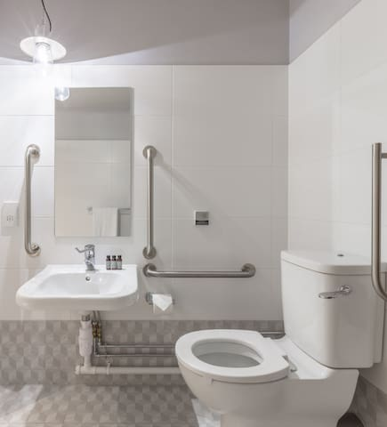 Studio with accessible bathroom on George Street