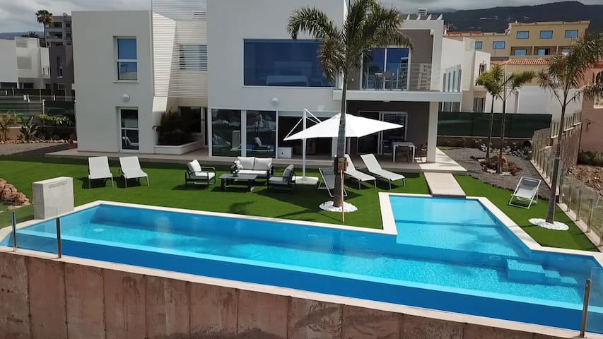 Villa Oasis - Premium Luxury - Costa Adeje *****