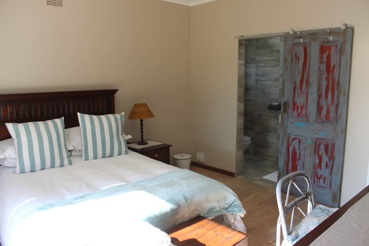 Opstal Guesthouse - Maluti Room