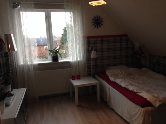 Cozy room close to CPH Airport and City center - København - Bed & Breakfast