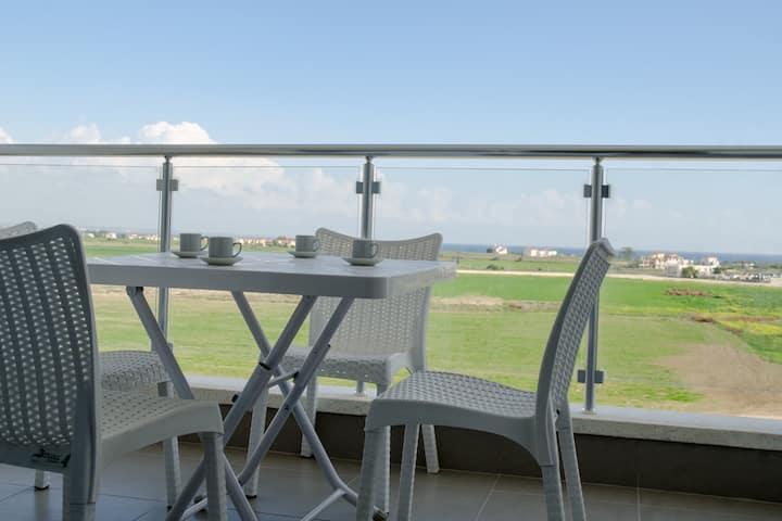 Просторные апартаменты (studio) с видом на море