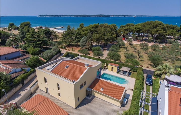 Stunning home in Fazana with Sauna, WiFi and 5 Bedrooms