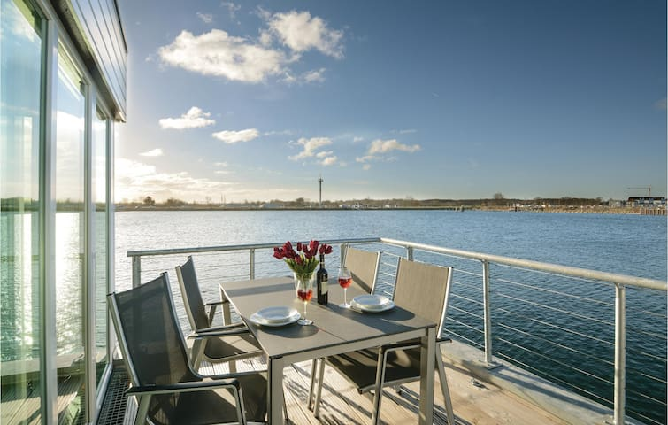 Houseboat with 2 bedrooms on 97 m² DSH432