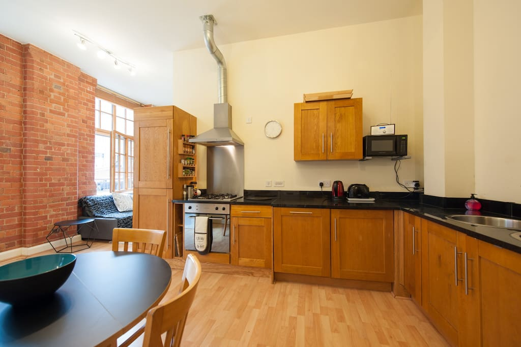Fully equipped kitchen and appliances