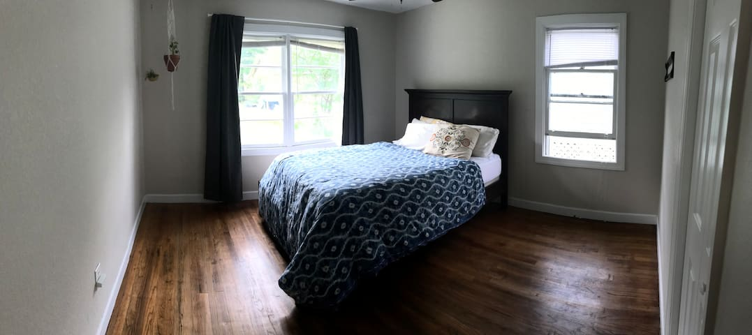 Cozy Room steps from Capitol/FAMU/Collegetown!