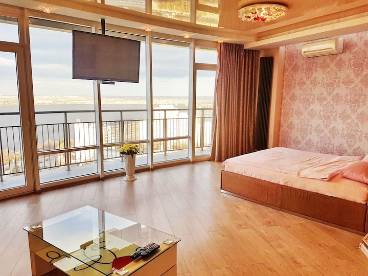 Best Apartment in Most City, Jacuzzi. River view