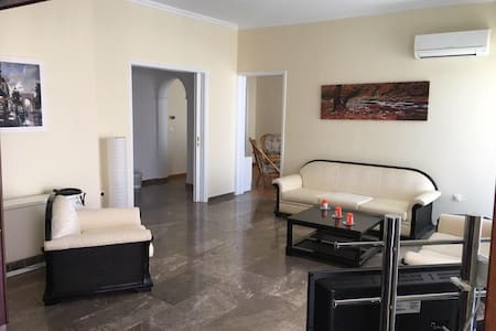 Apartment 5km from the Airport