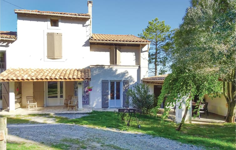 Semi-Detached with 5 bedrooms on 150 m²