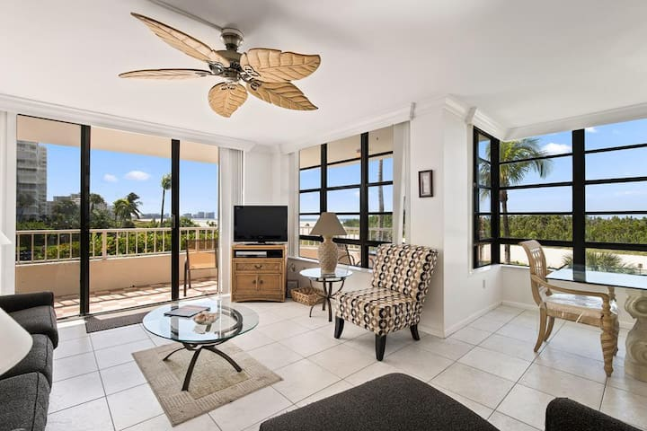 Stunning condo with front wrap balcony overlooking the Gulf of Mexico - PERFECT BEACH VIEWS !