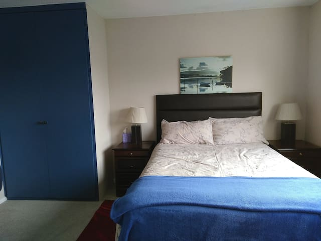2 Delightful Double rooms in Stone