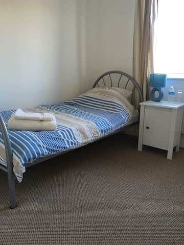 Single bedroom in Little Billing, off road parking