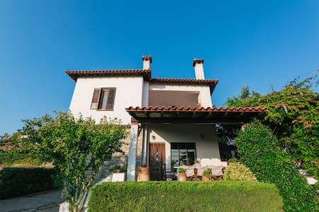 Efi's 2 floor villa with character, big garden,bbq