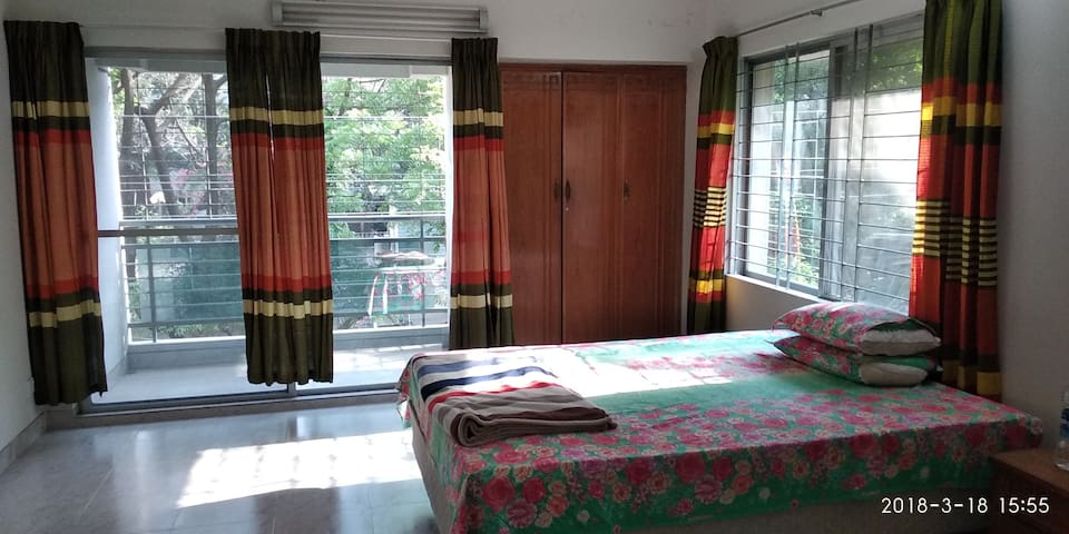 Private room for safe,cozy stay close to gulshan 2