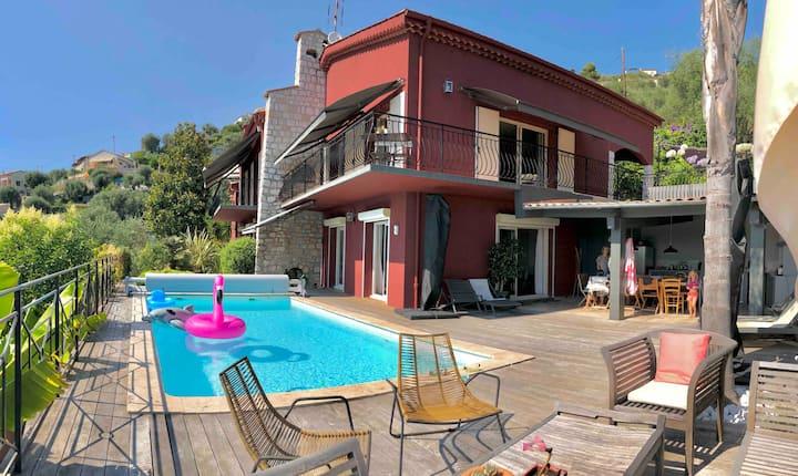 Grande villa avec piscine sur les hauteurs de Nice