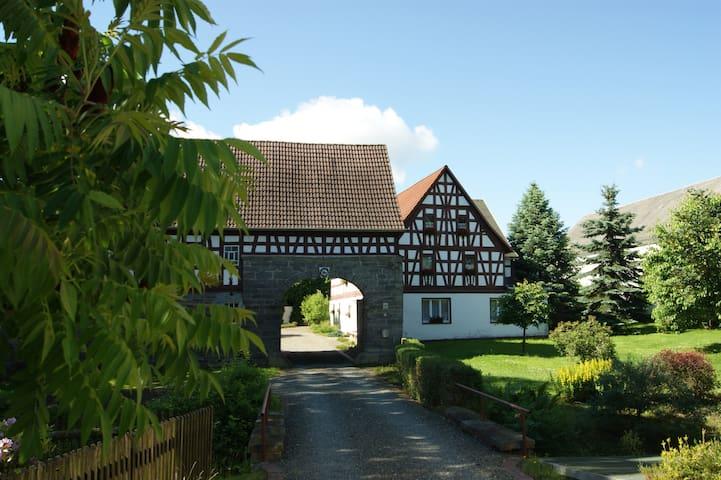 Liebevoll renovierte Dachstube auf dem Bauernhof
