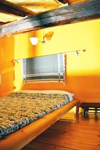 Letto Matrimoniale    Mezzanine Sleeping Area