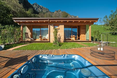 Camera matrimoniale con jacuzzi  - Bed & Breakfast