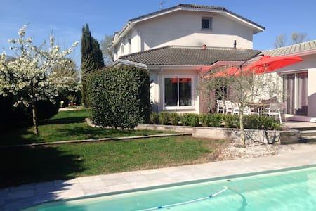 Villa avec piscine chauffée - グラディニャン - 別荘