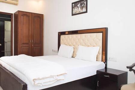 Studio Apartment Defence Colony - Neu-Delhi - Apartment-Hotel