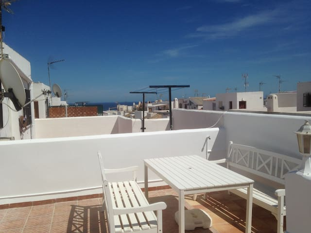 Garrucha house, Beach 300m, sleeps 6, WIFI, SKY TV - Garrucha - Huis
