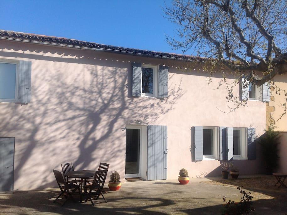 Corps de ferme avec jardin maisons louer salon de for Vive le jardin salon de provence